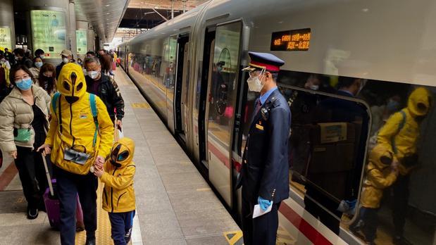 Viajar en tren de Wuhan a Pekín, como volar a Marte