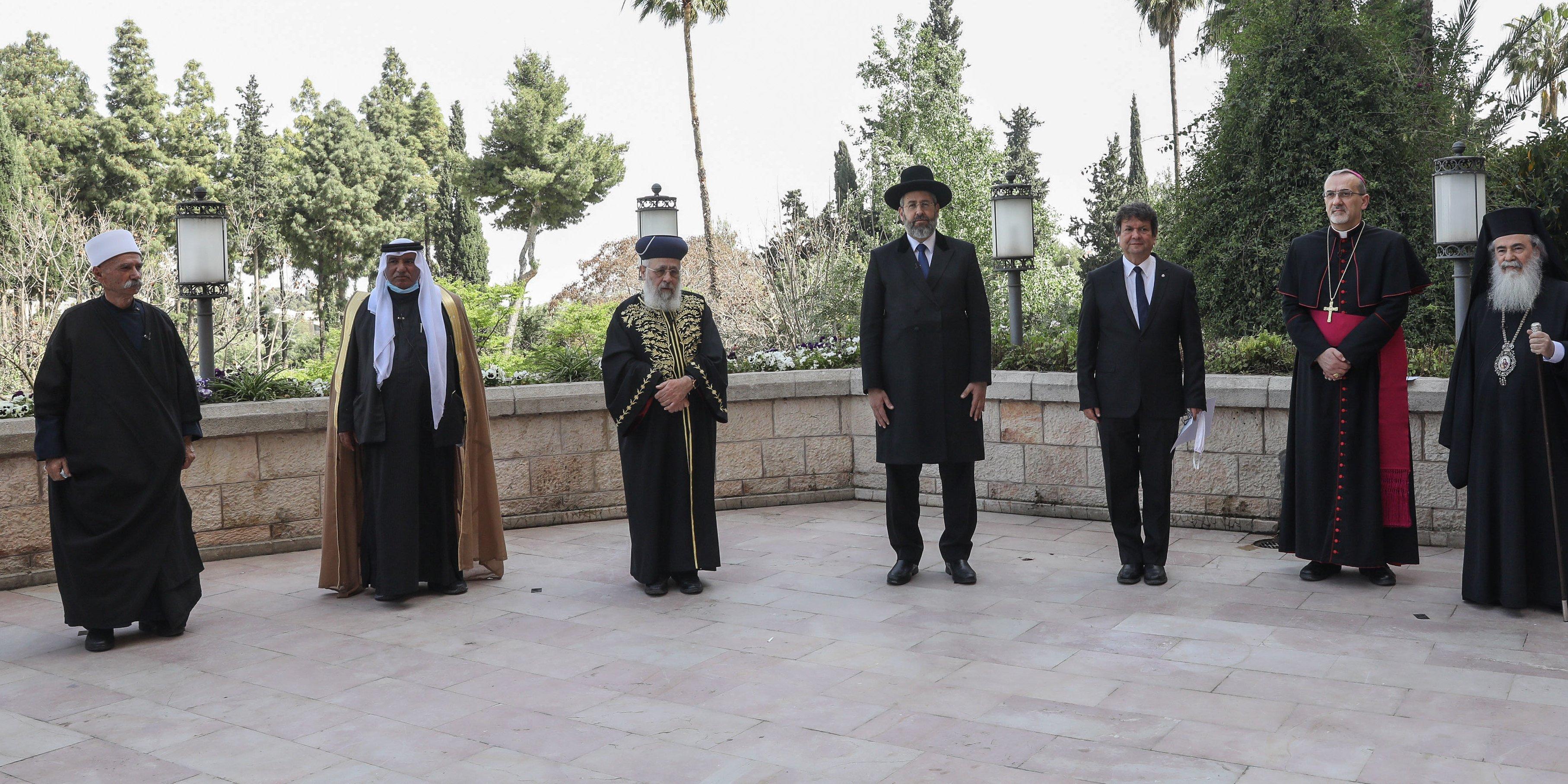 Judíos, musulmanes y cristianos rezan por primera vez juntos en Jerusalén para acabar con el coronavirus