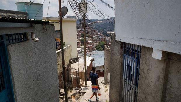Las bandas criminales de los barrios de Caracas llaman a protestar contra Maduro por la crisis