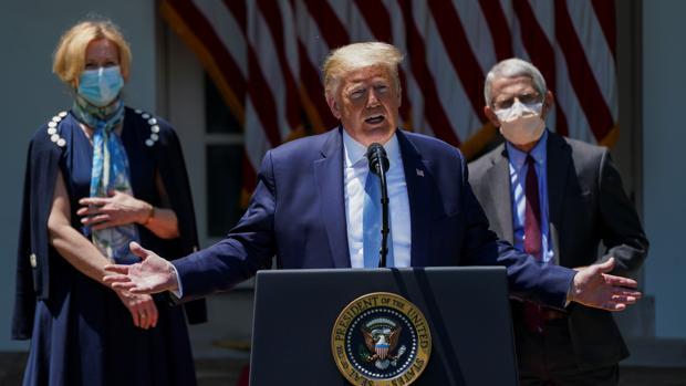 Donald Trump explica en la Casa Blanca sus planes para desarrollar una vacuna