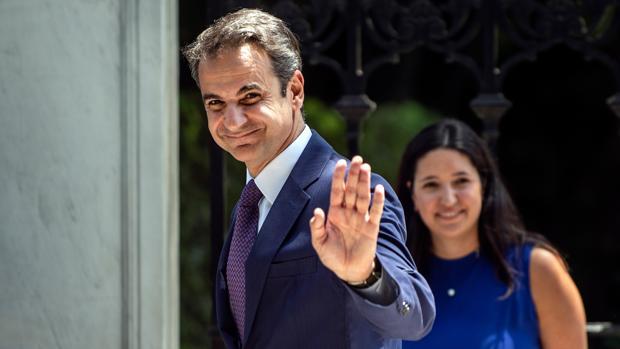 Mitsotakis presenta su programa para ir de la recesión a la recuperación económica