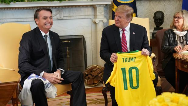 Trump valora cerrar las fronteras a los brasileños tras superar el millar de muertos en un día por Covid-19