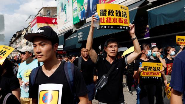 Reino Unido estudia un plan para dar refugio a hongkoneses que quieran huir del comunismo chino