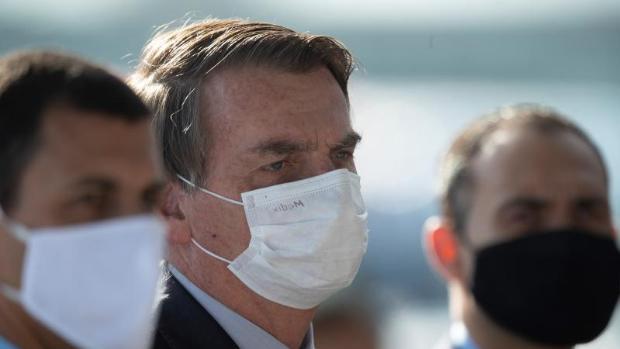 Brasil bate récord de muertes en un día y Bolsonaro dice que «es el destino de todo el mundo»