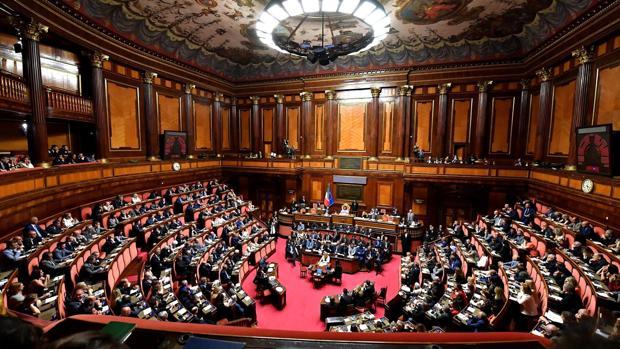 El Senado italiano reunido mientras Conte se dirige a la nación
