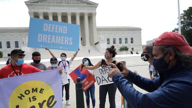 El Supremo impide que Trump pueda deportar a cientos de miles de jóvenes inmigrantes