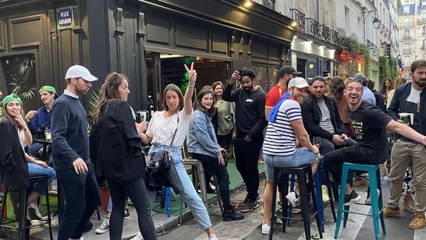 París intenta olvidar el coronavirus bailando en la Fiesta de la Música
