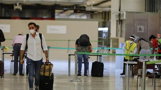Confusión entre los españoles residentes en EE.UU. sobre la posibilidad de volver a su país