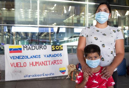 Neiza Salazar y su hijo Moisés, varados en España desde hace medio año