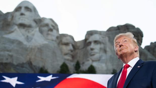 Trump carga contra «el nuevo fascismo de extrema izquierda» en la celebración del 4 de julio
