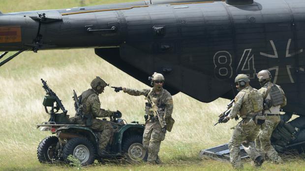 Los soldados de la unidad especiall de las fuerzas armadas alemanas Bundeswehr participando en un ejercicio militar en Calw, en el sur de Alemania