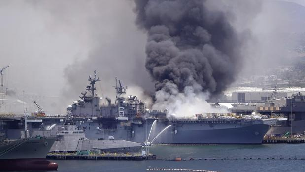 Al menos 21 militares heridos en una explosión en un buque de guerra en California
