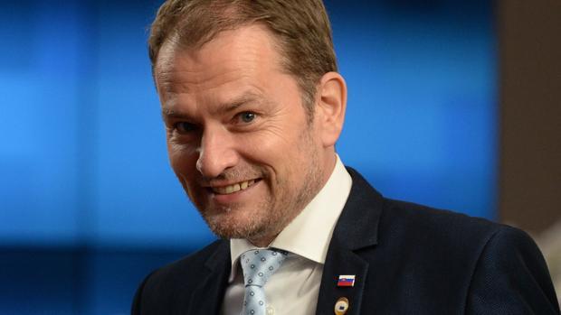 El primer ministro eslovaco, acusado de plagiar en su tesis, se salva de la moción de censura