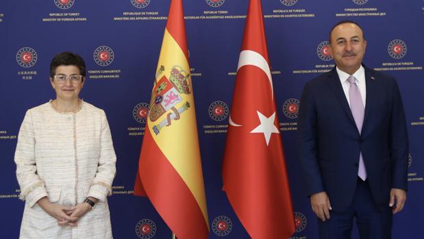 El ministro turco desautoriza a González Laya sobre Santa Sofía: «Otras creencias no podrán venir a rezar»