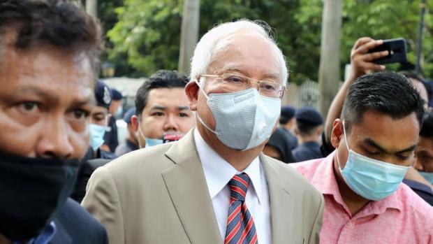 Condenan al exprimer ministro de Malasia a 12 años de cárcel por corrupción