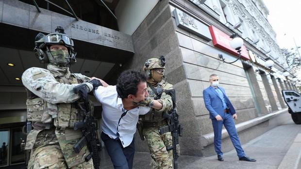 La Policía detiene a un hombre que se había atrincherado en un banco de Kiev afirmando tener una bomba