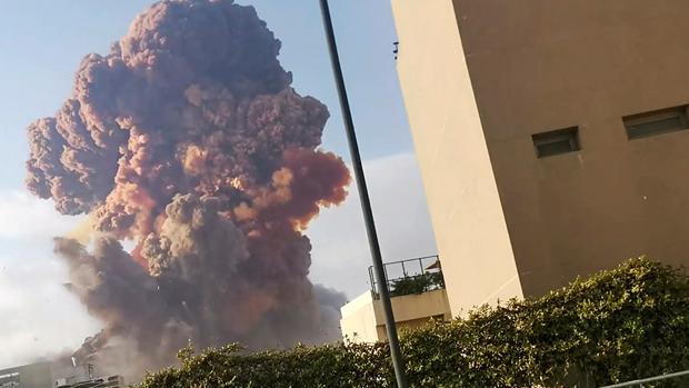Al menos 50 muertos y 2.750 heridos tras una explosión en el puerto de Beirut