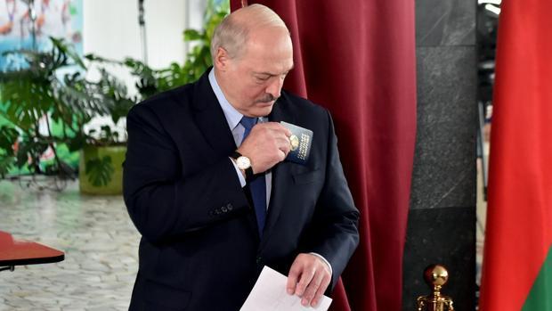 Sombras de pucherazo tras la aplastante victoria de Lukashenko en las elecciones de Bielorrusia