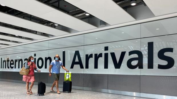 El Reino Unido impone una cuarentena de dos semanas a los viajeros de Francia y Holanda