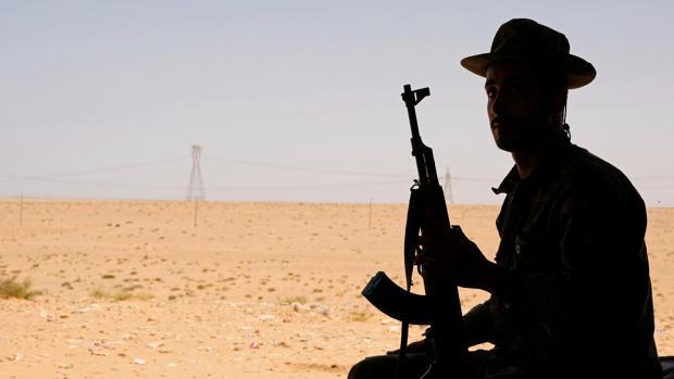 Los dos gobiernos rivales de Libia anuncian un alto el fuego