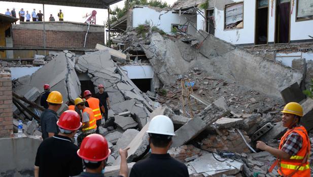 Al menos 29 muertos y 28 heridos tras hundirse un restaurante en China