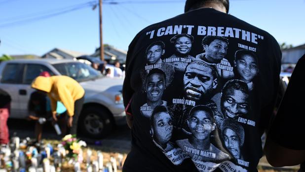 Ira en Los Ángeles por la muerte a tiros de otro hombre negro a manos de la Policía