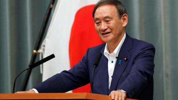 Yoshihide Suga relevará a Abe como primer ministro de Japón