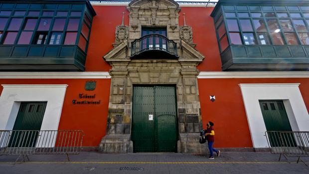 El Constitucional de Perú evalua hoy si admite o no la moción de censura del Congreso contra el presidente