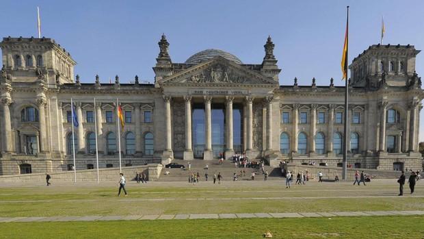 Detectan un paquete sospechoso en el Bundestag alemán en Berlín