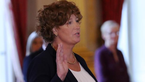 Bélgica nombra al primer ministro transexual de Europa