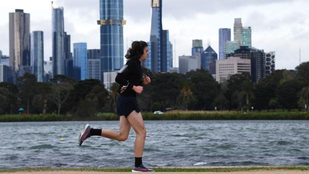 Polémica por el plan de Australia de examinar inglés para que los inmigrantes obtengan el visado de pareja