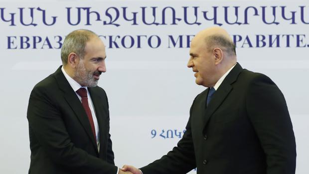 Pashinyán saluda al primer ministro ruso antea de la reunión