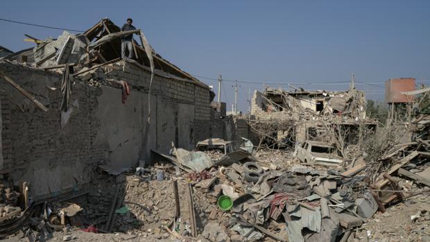 Una niña de tres años pierde a toda su familia por una bomba en Azerbaiyán