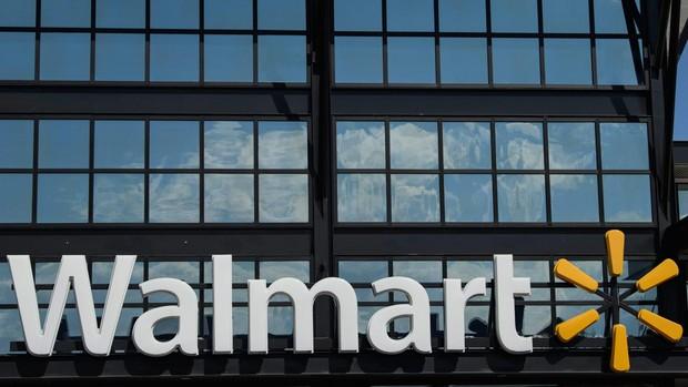 Los grandes almacenes Walmart retiran las armas de sus tiendas por miedo a los disturbios en EE.UU.