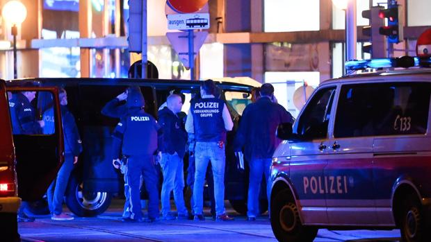 Un atentado terrorista deja al menos cinco muertos en el centro de Viena