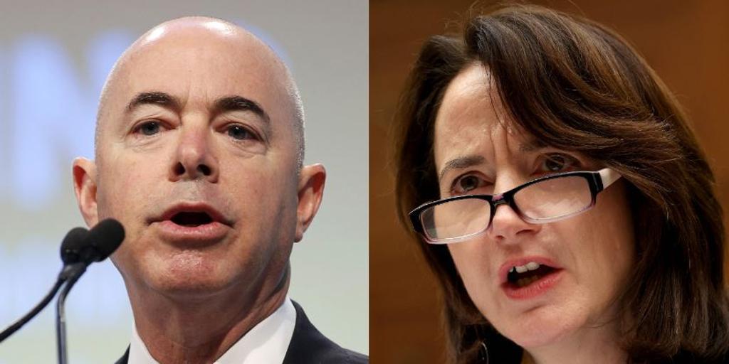 Biden nombrará a un hispano al frente de Inmigración y a la primera mujer para Inteligencia