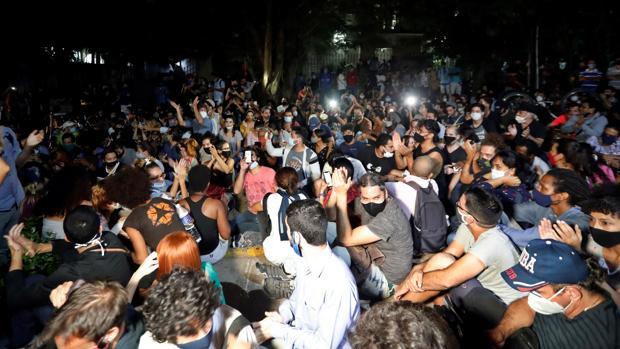 El régimen cubano escucha las demandas de los artistas