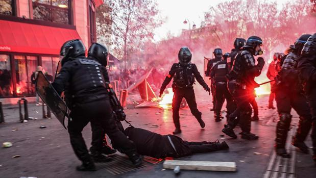 Las protestas fuerzan la revisión de la ley de seguridad de Macron