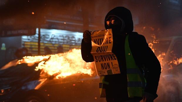 Derivan en violencia las protestas en París y 90 ciudades de Francia contra la Ley de Seguridad
