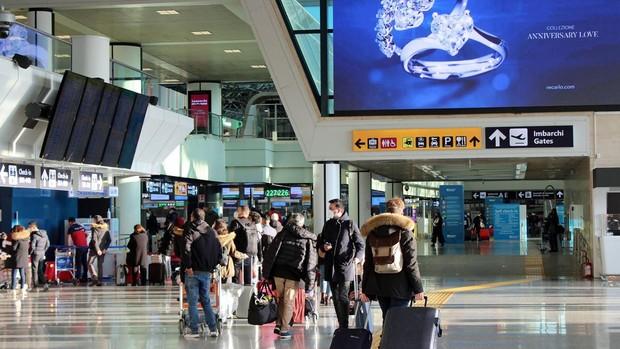 Europa se blinda por temor a la nueva cepa: Francia, Alemania, Países Bajos, Bélgica, Austria e Italia suspenden los vuelos con el Reino Unido