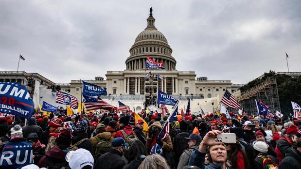El FBI detiene a más de cien personas por su participación en el ataque al Capitolio