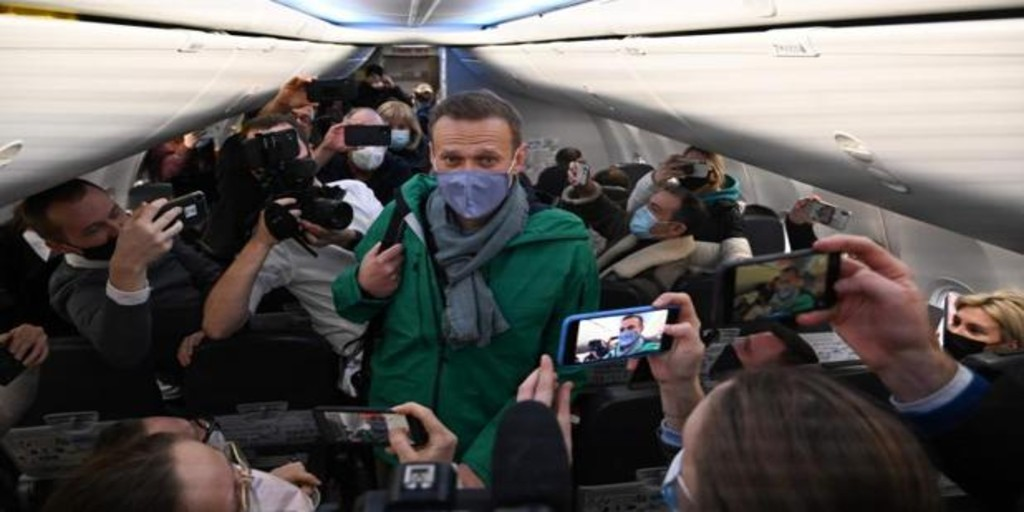 Navalni aterriza en Moscú pese al riesgo de ser detenido
