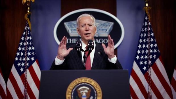 Biden habla por primera vez con Xi y muestra tono combativo