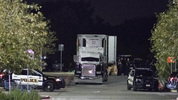 «Ayuda, nos estamos muriendo»: la llamada de 80 inmigrantes atrapados en un camión en Texas