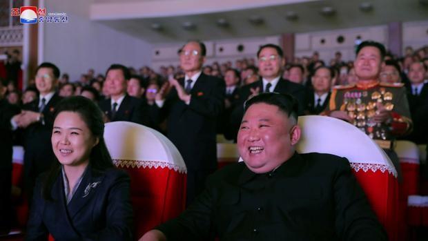 La esposa de Kim Jong-un reaparece por primera vez tras más de un año desaparecida