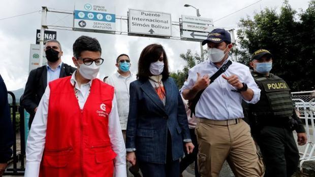 Laya avisa a Maduro desde la frontera colombiana: «Expulsar a diplomáticos no ayuda al diálogo»