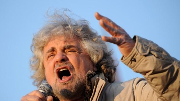 Grillo defiende con vehemencia a su hijo, acusado de violación, y ataca a los jueces