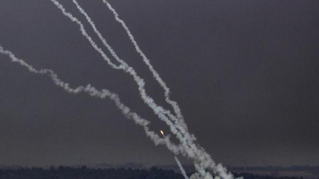 Más de 100 cohetes lanzados desde Gaza contra Tel Aviv y el aeropuerto Ben...