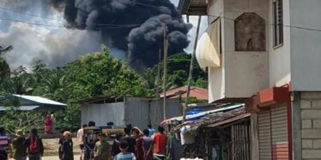 Al menos 17 muertos y 40 heridos al estrellarse un avión militar en el sur de Filipinas