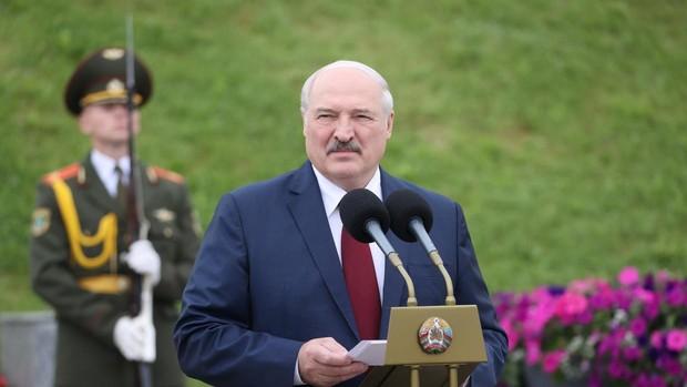 Lukashenko amenaza con inundar la UE con una marea de inmigrantes
